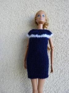 Réf : B0636 - Robe blanche et bleu marine pour Barbie dans Habits pour Barbie 013-224x300