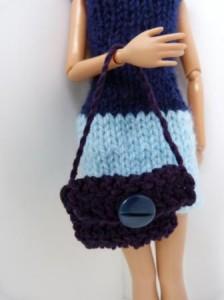 Réf : A097 - Sac bleu marine bouton bleu marine pour Barbie ou Pulipp dans Accessoires Poupees 016-224x300